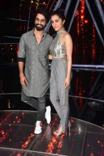 Shahid Kapoor, Shraddha Kapoor at the promotion of film Batti Gul Meter Chalu on the sets of Indian Idol at Yashraj in andheri on 11th Sept 2018 (30)_5b98c10a947f4.jpg