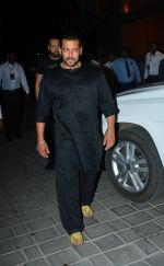 Salman Khan at Ganpati celebrations in Arpita Khan_s home in khar on 13th Sept 2018 (66)_5b9b61ccce863.jpg
