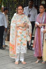 Poonam Sinha at Arpita Khan_s Ganpati Immersion at bandra on 14th Sept 2018 (16)_5b9ccb5c78d75.jpg