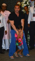 Sohail Khan at Arpita Khan_s Ganpati Immersion at bandra on 14th Sept 2018 (33)_5b9ccb86b4691.jpg