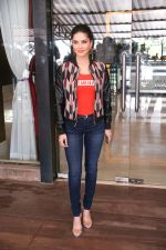 Sunny Leone Spotted at Juhu on 17th Sept 2018 (12)_5ba093d76b617.jpg
