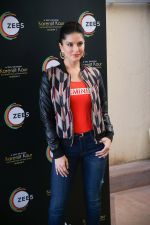Sunny Leone Spotted at Juhu on 17th Sept 2018 (2)_5ba093bcc2bd3.jpg