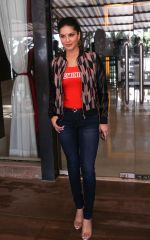 Sunny Leone Spotted at Juhu on 17th Sept 2018 (9)_5ba093cebb8f0.jpg