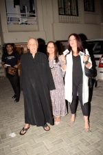 Pooja Bhatt, Soni Razdan at Mahesh Bhatt_s birthday celebration in juhu on 20th Sept 2018 (60)_5ba8880d38dcf.JPG