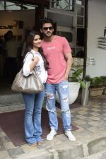 Zaheer Iqbal and Pranutan Bahl spotted at Fabel juhu on 21st Sept 2018 (6)_5ba89503f4193.JPG