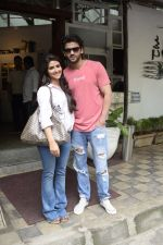 Zaheer Iqbal and Pranutan Bahl spotted at Fabel juhu on 21st Sept 2018 (8)_5ba8950575b28.JPG