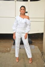 Amrita Arora spotted at Mehboob Studio in bandra on 25th Sept 2018 (13)_5baa6b1045f13.JPG