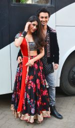 Aayush Sharma, Warina Hussain At Mehboob Studio In Bandra on 23rd Sept 2018(41)_5ba9e2ff8b9a2.jpg