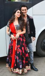 Aayush Sharma, Warina Hussain At Mehboob Studio In Bandra on 23rd Sept 2018(43)_5ba9e30c9a48e.jpg