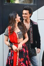 Aayush Sharma, Warina Hussain At Mehboob Studio In Bandra on 23rd Sept 2018(44)_5ba9e3f7b6127.jpg