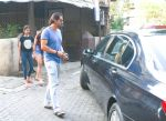 Arjun Rampal & Daughters Spotted At Bandra on 23rd Sept 2018 (7)_5ba9e3e4cac0c.jpg