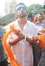Ranbir Kapoor At The RK Studio_s Ganesha Immersion In Chembur on 23rd Sept 2018 (24)_5ba9ef1d72cf9.jpg