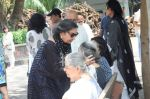 Shabana Azmi at Kalpana Lajmi Funeral At Oshiwara Crematorium In Mumbai on 23rd Sept 2018 (124)_5ba9d353022fc.JPG