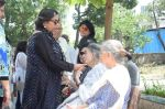 Shabana Azmi at Kalpana Lajmi Funeral At Oshiwara Crematorium In Mumbai on 23rd Sept 2018 (129)_5ba9d35ee46ad.JPG
