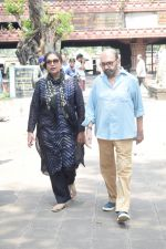 Shabana Azmi at Kalpana Lajmi Funeral At Oshiwara Crematorium In Mumbai on 23rd Sept 2018 (139)_5ba9d3f99dc85.JPG