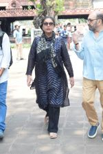 Shabana Azmi at Kalpana Lajmi Funeral At Oshiwara Crematorium In Mumbai on 23rd Sept 2018 (141)_5ba9d436eb51a.JPG