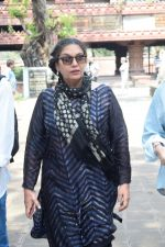 Shabana Azmi at Kalpana Lajmi Funeral At Oshiwara Crematorium In Mumbai on 23rd Sept 2018 (144)_5ba9d4436a458.JPG
