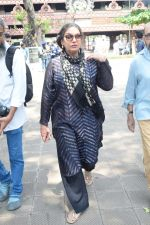 Shabana Azmi at Kalpana Lajmi Funeral At Oshiwara Crematorium In Mumbai on 23rd Sept 2018 (147)_5ba9d44ada121.JPG