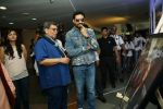 Abhishek Bachchan Inaugurates Frames 75 an exhibition of photographs on Amitabh Bachchan by Pradeep Chandra & SMM Ausaja at Whistling Woods in goregoan on 28th Sept 2018 (9)_5bae347a6818c.JPG
