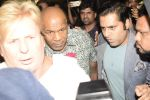 Mike Tyson arrive in Mumbai Airport on 27th Sept 2018 (3)_5badd342c67fb.JPG