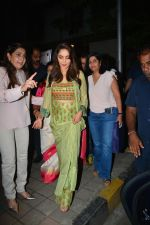 Asha Bhosle, Madhuri Dixit at IAzure store on the occasion of new iPhone Xs & iPhone Xs Max launch in mumbai on 28th Sept 2018 (12)_5baf2a7f7a1fb.JPG