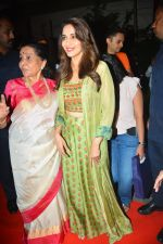 Asha Bhosle, Madhuri Dixit at IAzure store on the occasion of new iPhone Xs & iPhone Xs Max launch in mumbai on 28th Sept 2018 (2)_5baf2b6052e6f.JPG