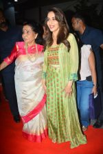 Asha Bhosle, Madhuri Dixit at IAzure store on the occasion of new iPhone Xs & iPhone Xs Max launch in mumbai on 28th Sept 2018 (4)_5baf2b4a9459c.JPG