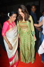 Asha Bhosle, Madhuri Dixit at IAzure store on the occasion of new iPhone Xs & iPhone Xs Max launch in mumbai on 28th Sept 2018 (6)_5baf2b4ccac8c.JPG