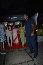 Asha Bhosle, Madhuri Dixit at IAzure store on the occasion of new iPhone Xs & iPhone Xs Max launch in mumbai on 28th Sept 2018 (8)_5baf2b4fc3767.JPG