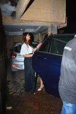Ileana D_cruz with husband spotted at bandra on 30th Sept 2018 (3)_5bb1c77645a89.JPG