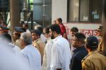 Abhishek Bachchan at Krishna Raj Kapoor_s funeral in Chembur on 1st Oct 2018 (36)_5bb32dc28f9d8.JPG