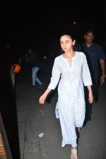 Alia Bhatt spotted at Aamir Khan_s house in bandra on 1st Oct 2018 (4)_5bb3100d9aab9.JPG