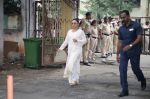 Rani Mukherjee at Krishna Raj Kapoor_s funeral in Chembur on 1st Oct 2018 (81)_5bb32ef0a78cf.JPG