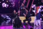 Ajay Devgan, Kajol on the sets of Indian Idol 10 at Yashraj studios in Andheri on 2nd Oct 2018 (33)_5bb46c17b296f.JPG