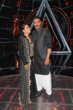 Ajay Devgan, Kajol on the sets of Indian Idol 10 at Yashraj studios in Andheri on 2nd Oct 2018 (42)_5bb46c2160ec9.JPG