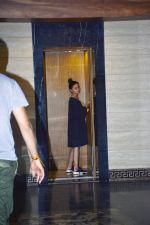 Alia Bhatt spotted at Aamir Khan_s house in bandra on 2nd Oct 2018 (3)_5bb468b3f20e6.JPG