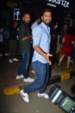 Vicky Kaushal spotted at Bastian in bandra on 5th Oct 2018 (4)_5bb88e2a41b8b.JPG