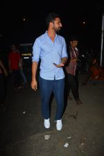 Vicky Kaushal spotted at Bastian in bandra on 5th Oct 2018 (5)_5bb88e2c39a49.JPG