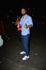 Vicky Kaushal spotted at Bastian in bandra on 5th Oct 2018 (7)_5bb88e3073ba3.JPG