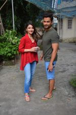 Kunal Khemu & Soha Ali Khan Spotted At Bandra on 7th Oct 2018 (1)_5bbaf8bc888b0.JPG