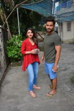 Kunal Khemu & Soha Ali Khan Spotted At Bandra on 7th Oct 2018 (7)_5bbaf8c8a5890.JPG