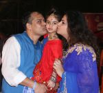 Ameet Satam with wife and kid 1 at Ameet Satam_s Adarsh Navratri Utsav Day 1 at JVPD Grounds, Juhu_5bbf0efb0d81b.jpg