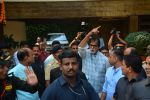 Amitabh Bachchan meets his fans on his birthday at his juhu house on 10th Oct 2018 (1)_5bbf0f0a8991b.JPG