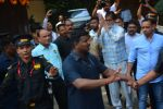 Amitabh Bachchan meets his fans on his birthday at his juhu house on 10th Oct 2018 (10)_5bbf0f20659d5.JPG