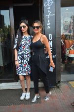 Amrita Arora spotted at Bastian bandra on 7th Oct 2018 (1)_5bbef89a03b78.JPG
