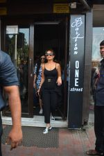 Amrita Arora spotted at Bastian bandra on 7th Oct 2018 (2)_5bbef89beb02e.JPG