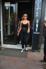 Amrita Arora spotted at Bastian bandra on 7th Oct 2018 (3)_5bbef89dbddc8.JPG