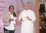 Gulzar Celebrate The Success of Bhavani Iyer Debut Novel _Anon_ at Title Waves bandra on 9th Oct 2018 (6)_5bbf03ed1d728.jpg