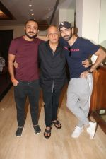 Mahesh Bhatt, Pushpdeep Bhardwaj, Varun Mitra at Media interactions for the film Jalebi at Raheja Classic club andheri on 8th Oct 2018 (1)_5bbefea079464.jpg