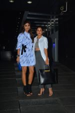 Shilpa Shetty, Amrita Arora spotted at Hakkasan bandra on 9th Oct 2018 (11)_5bbf039ac21e2.JPG